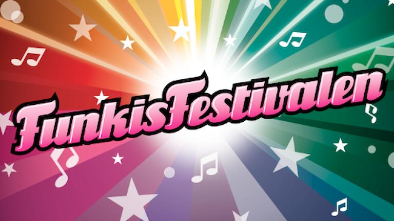 """På bilden är namnet """"Funkisfestivalen"""" skrivet. Det är många färger och stjärnor på bilden."""