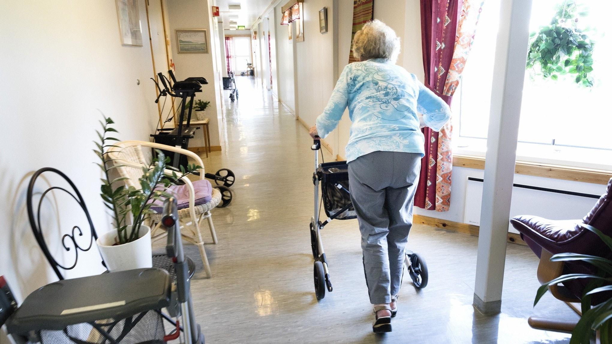 Äldre flyttar in på corona-drabbade boenden
