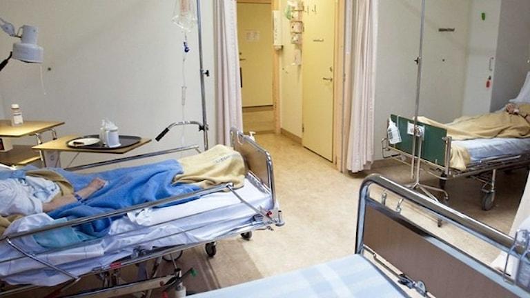 Tre sjukhussängar
