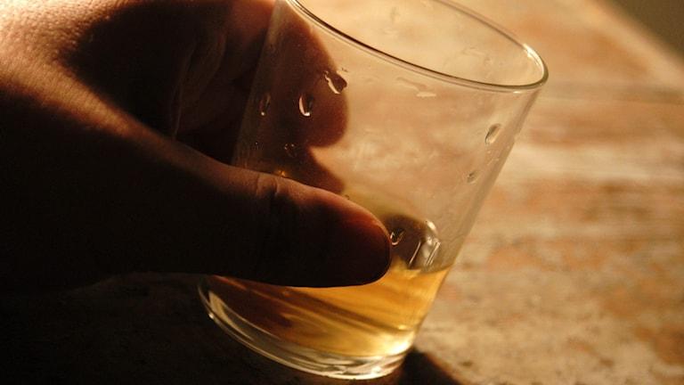 Assistenten ska ha druckit alkohol och verkade vara full på jobbet.