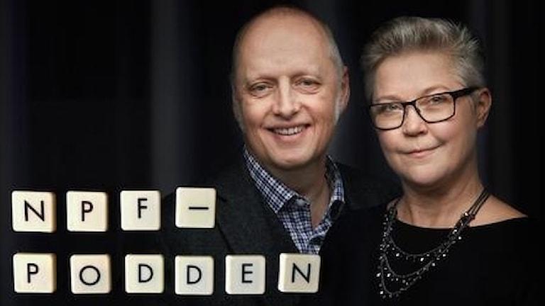 En man och en kvinna i glasögon