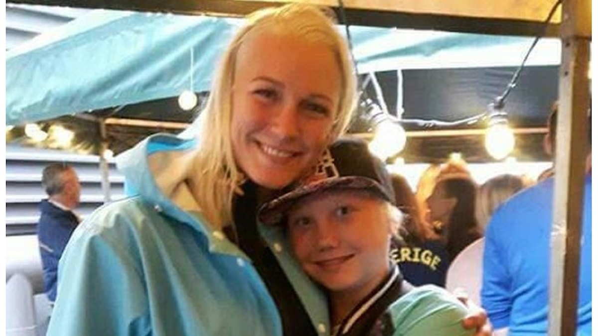 Foto av Sarah Sjöström och Sanna Marjeta.