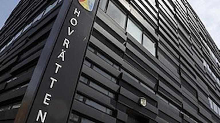 Fotot visar en svart byggnad, hovrätten för Skåne och Blekinge.