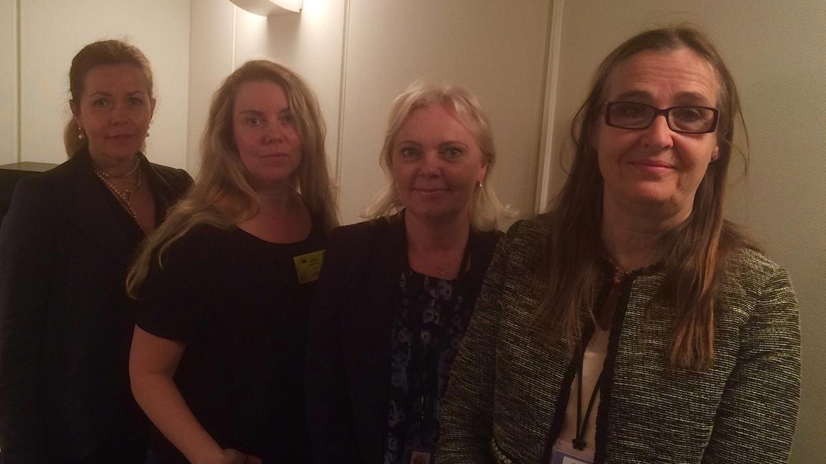 Cecilia Wikström, Liberalerna, Ci Holmgren, programledare, Kristina Winberg, Sverigedemokraterna och Bodil Valero Miljöpartiet, i den studio i Strasbourg där dagens avsnitt av EU-podden spelas in.