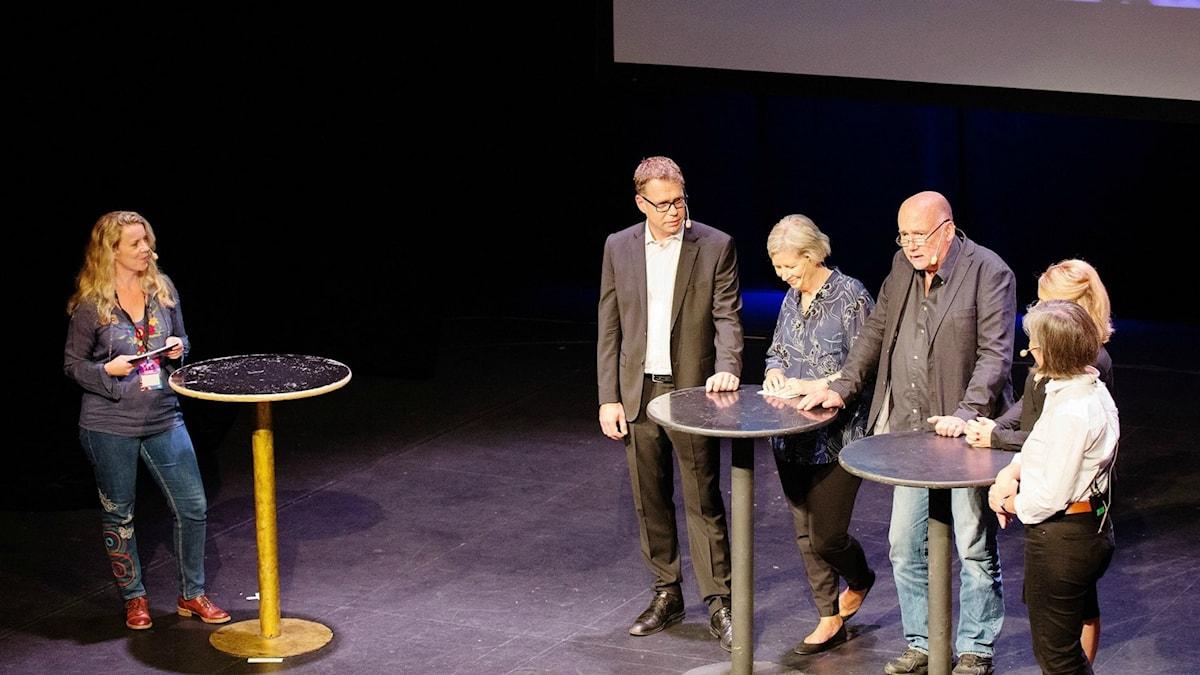 Programledare Ci Holmgren med gäster.