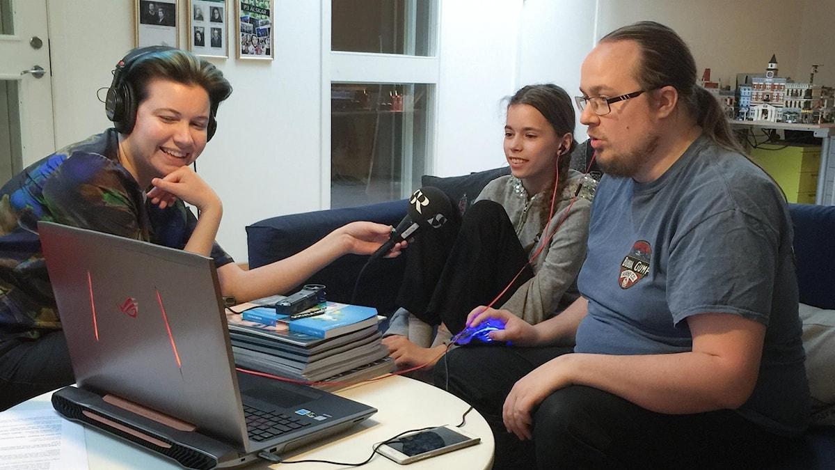 I Spelsoffan berättar Edith och David hur man gör spelklipp till sin egen kanal.