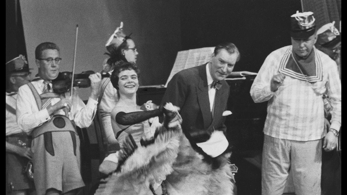 "TV-premiären av programmet ""Sigges Cirkus"" den 15 september 1956. I bakgrunden Sigge Fürst och Egon Kjerrman."
