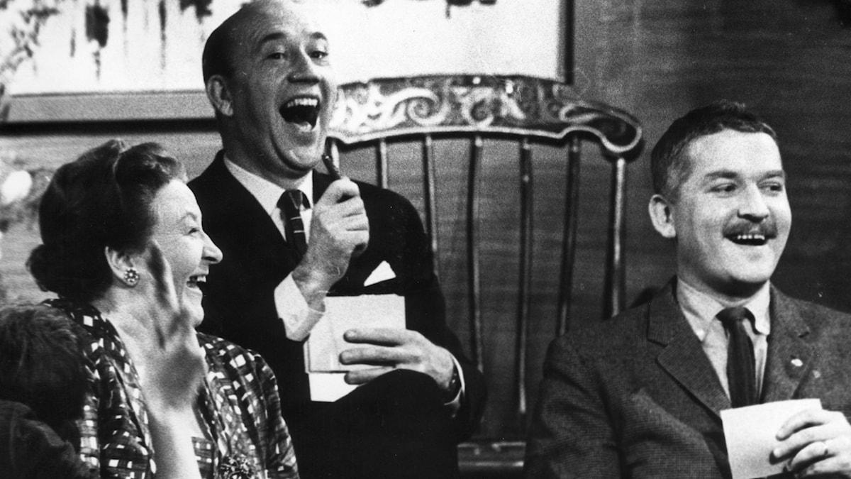 Hasse Alfredson tillsammans med Karin Juel och Lennart Hyland i Hylands Hörna. 1963
