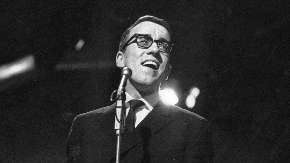 "Östen Warnerbring sjunger ""Som en dröm"" i Melodifestivalen 1967"