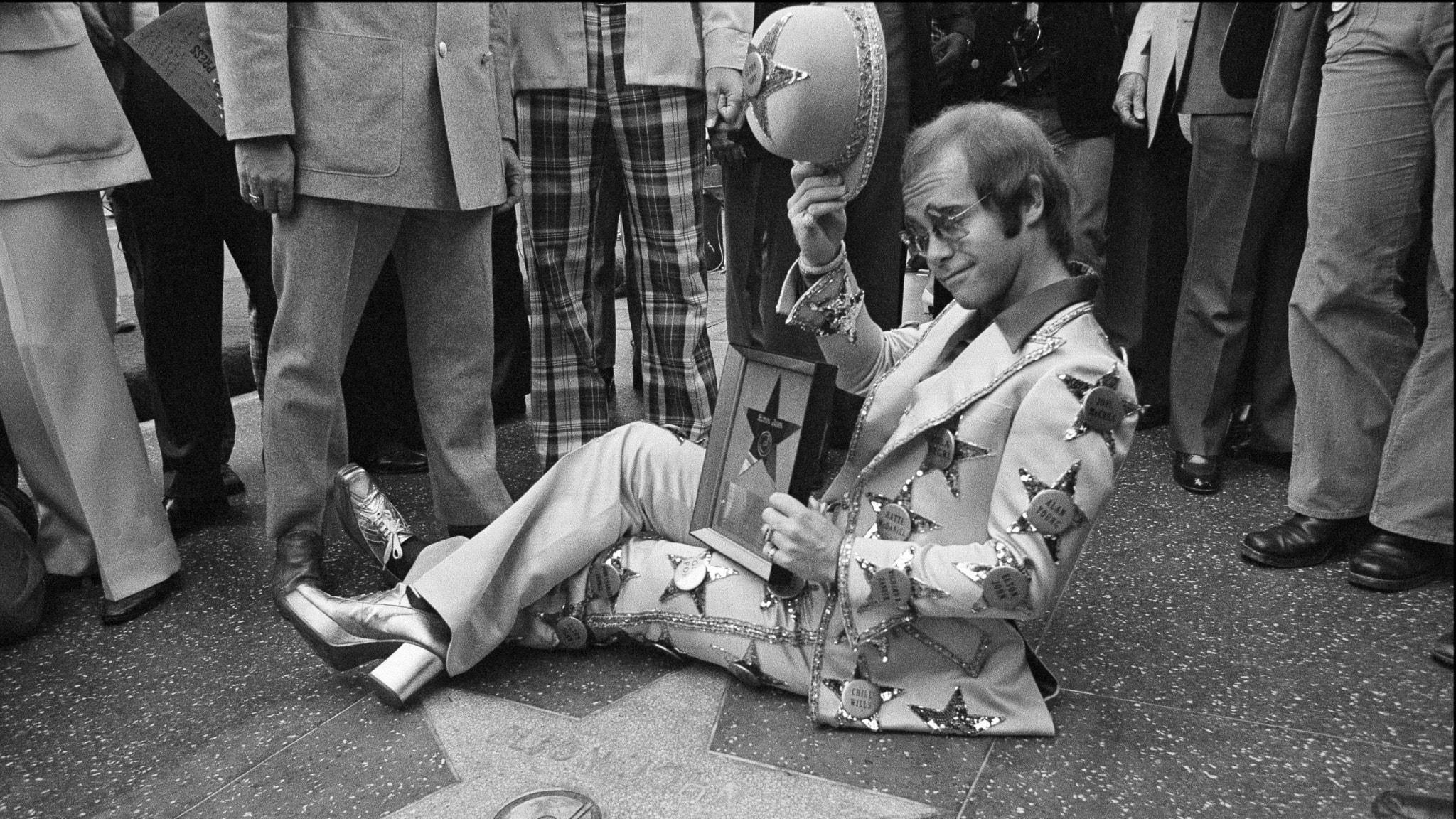 Elton John är högsta nykomling på Tio i Topp 24 november 1973
