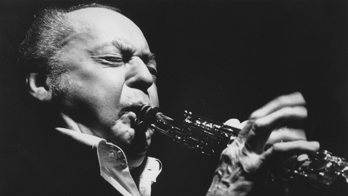 Woody Herman plays the clarinet on his 71st birthday at the Radisson Hotel in Wilmington, Del., Wed., May 16, 1984
