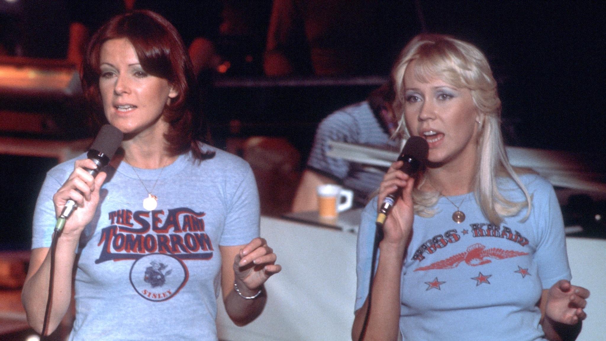 Agnetha Fältskog och Frida var konkurrenter på Svensktoppen 1976. Hör vem det gick bäst för!