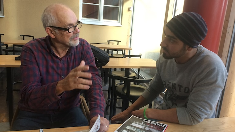 En gång i veckan träffar Sadeq den pensionerade kirurgen Göran och samtalar om medicinska frågor.