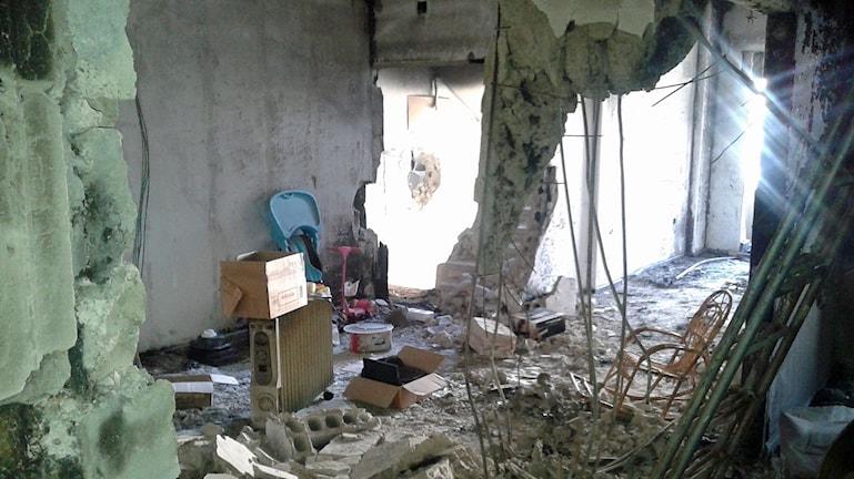 Efter bomberna – ett rum i ruiner.