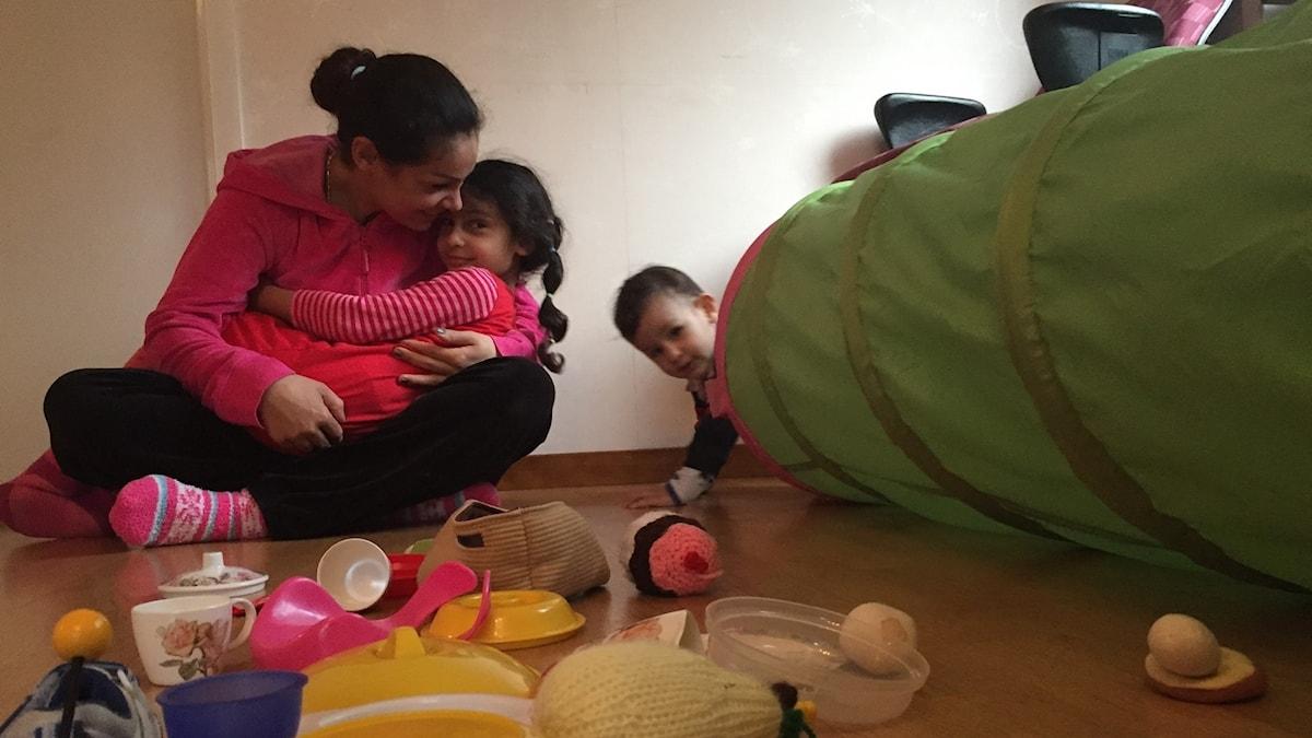 Koulit Alshehade med barnen Jisika och Kristian
