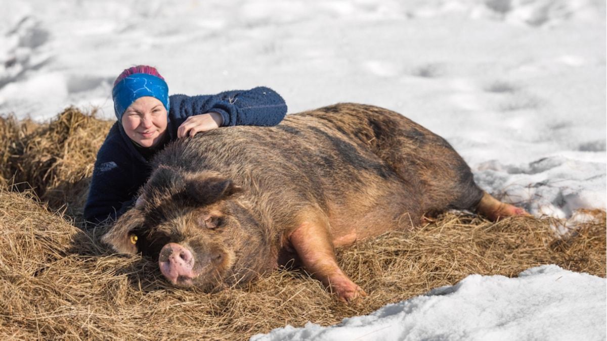 Kvinna med gris