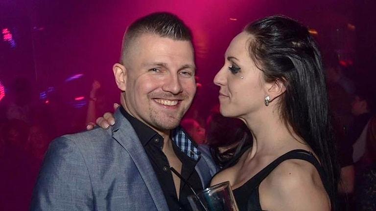 Man och kvinna på dansgolv