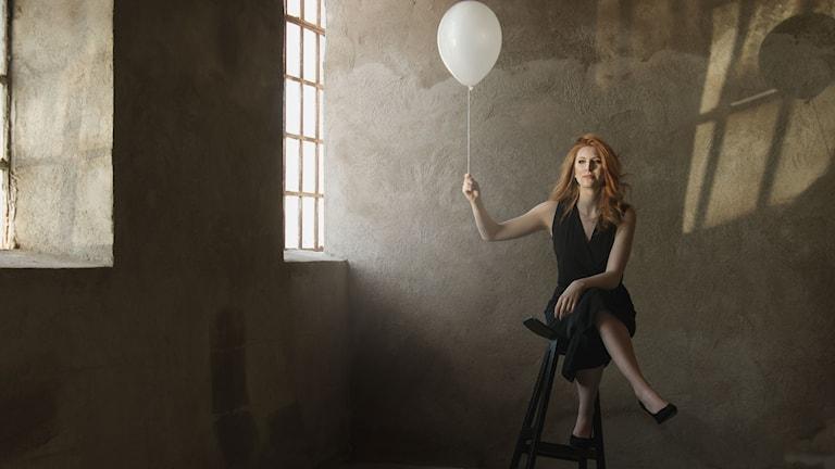 Kvinna med ballong