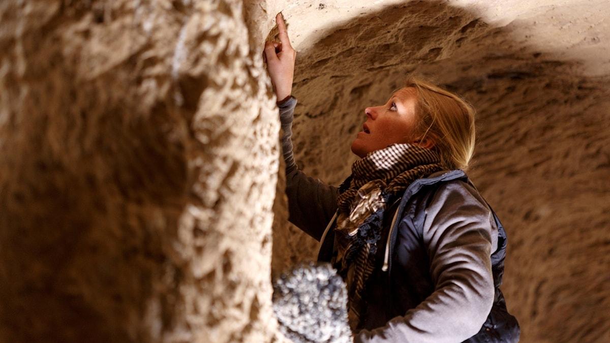 Kvinna i grotta