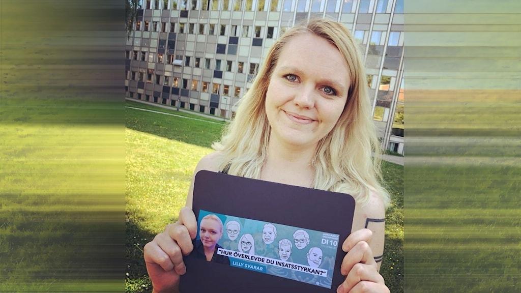 Praktikant framför radiohuset i Stockholm