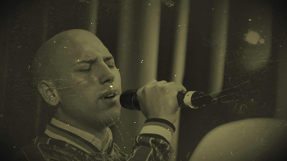 Mark sjunger