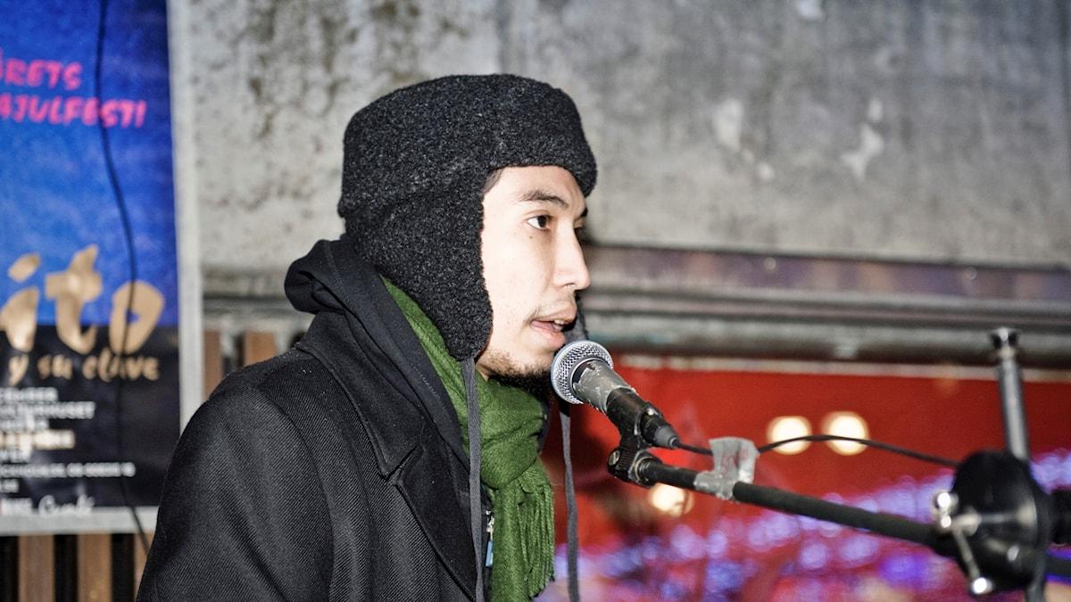 Yasri Khan på en manifestation