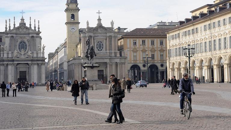 """""""Staden, och inte minst piazzan eller tidigare forumet, har haft en stark ställning ända sedan antiken som påstådd garant för civilisation och framsteg."""""""