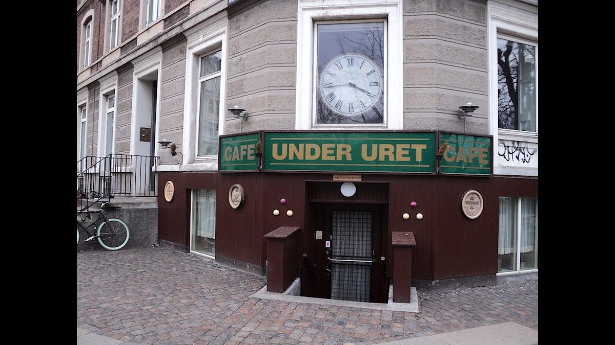 På Café Under Uret i Köpenhamn träffade vår radioessäist en gång en tidigare främlingslegionär. Denne delgav honom en märklig berättelse