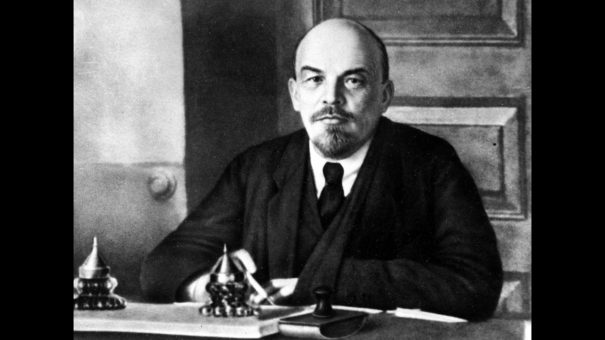 Vladimir Iljitj Uljanov, alias Lenin, på okänd plats. Privat en timid, lite pryd herre, som älskade sin familj och Beethoven. Utåt han en brutal skurk, eller ett politiskt geni? Foto:Scanpix