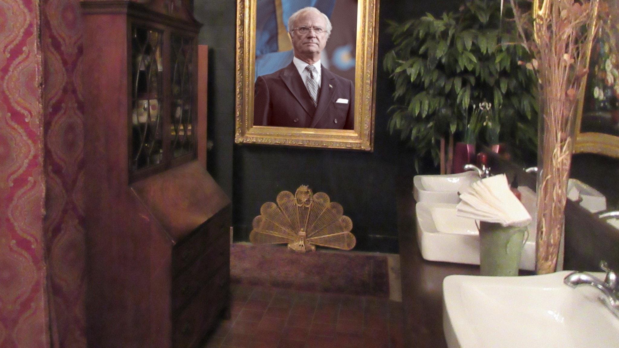 Kungen på toaletten.