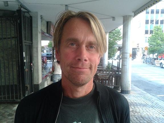 Frilansjournalist och författare.