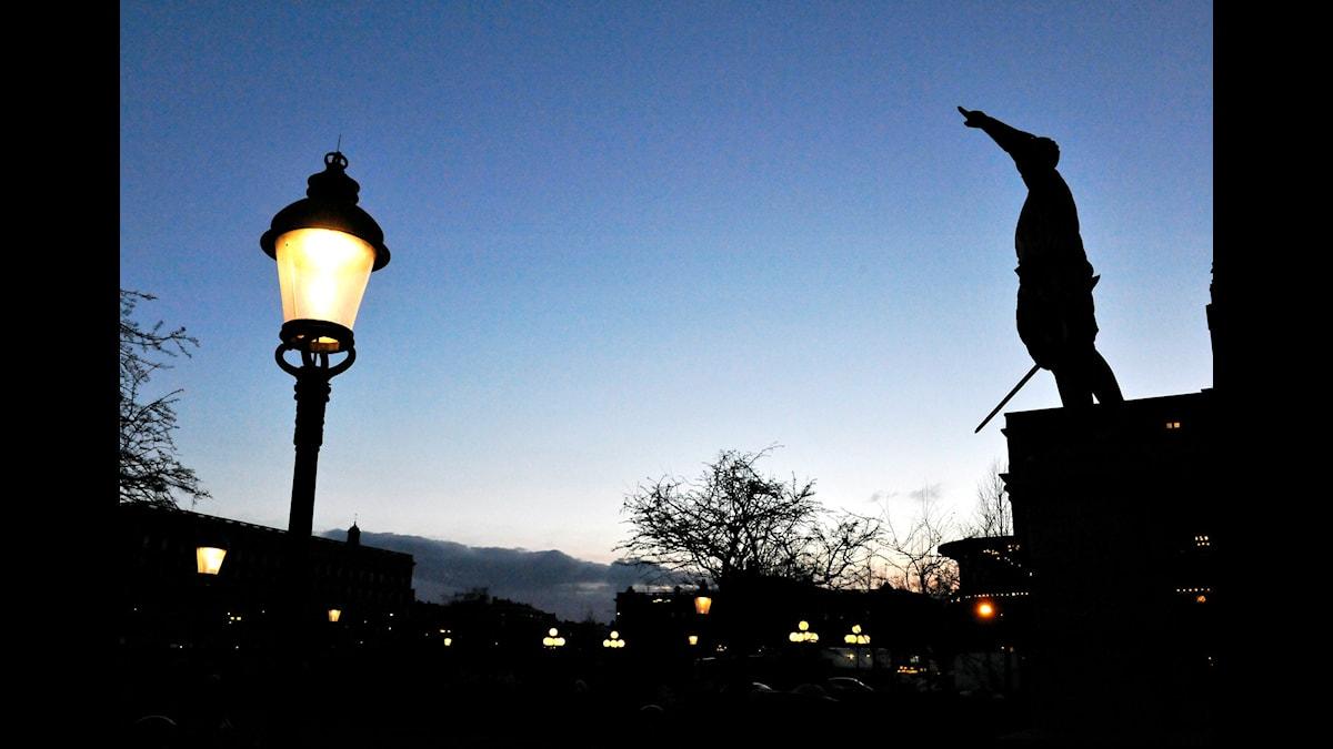 Karl XII i Kungsträdgården. Är det inte på tiden att riva statyn, undrar Dan Jönsson.