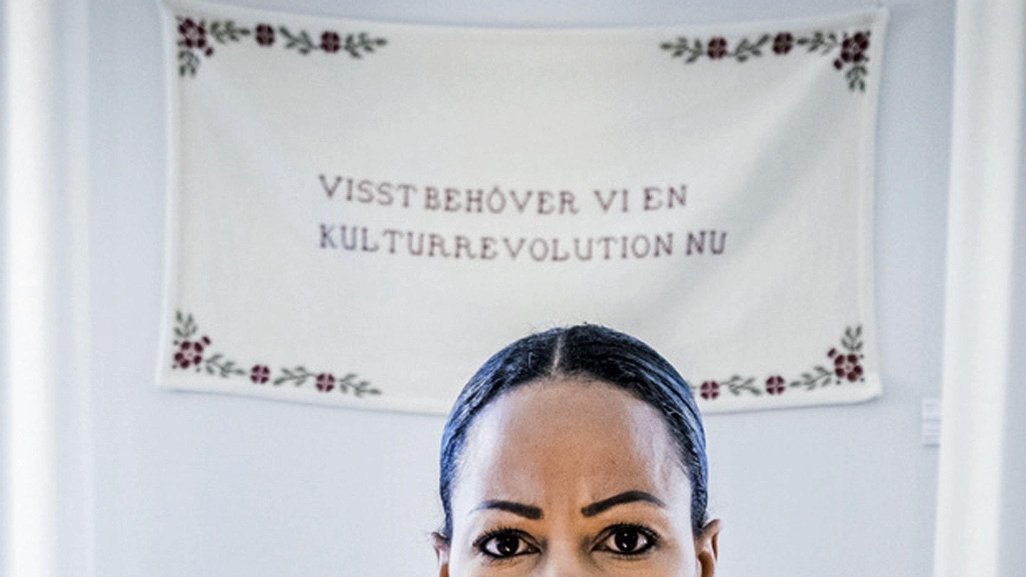 Kultur- och demokratiminister Alice Bah Kuhnke (MP) på sitt tjänsterum, 2016.