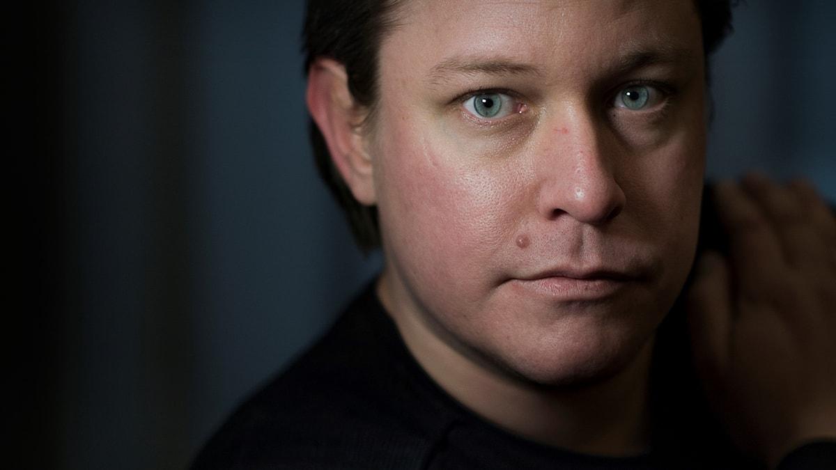 Thom Lundberg är född 1978 och uppvuxen i skånska Osby.