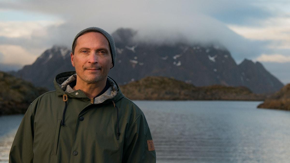 Författaren Morten Strøksnes har skrivit Havsboken, en fiskehistoria som undandrar sig varje bestämd genrebenämning.