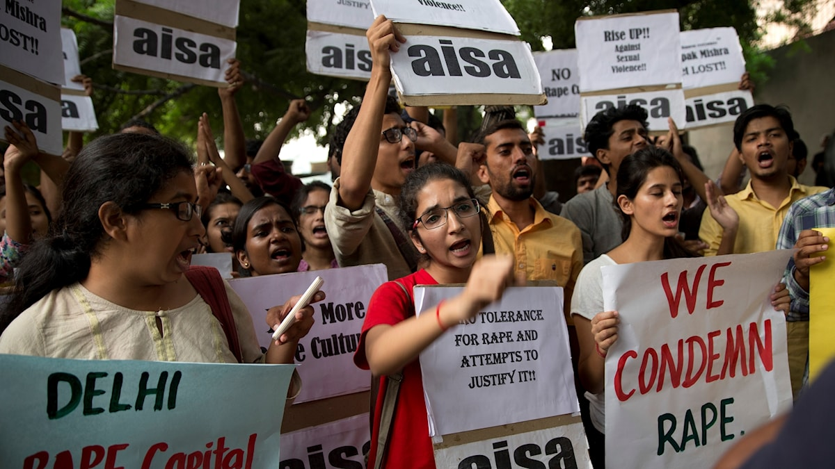 Indiska studenter protesterar mot våldtäkter, 2015.