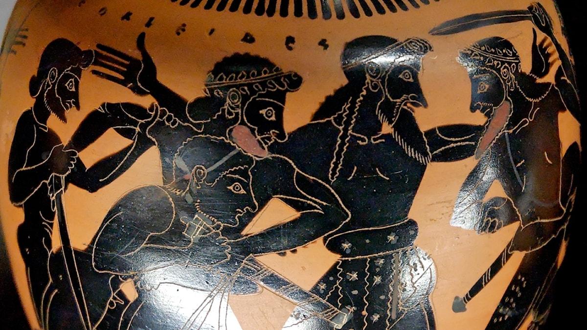 """Odysseus och Aias kämpar om Akilles rustning. En scen ur """"Iliaden"""" här i Taleides-målarens tappning (ca 520 f Kr)."""