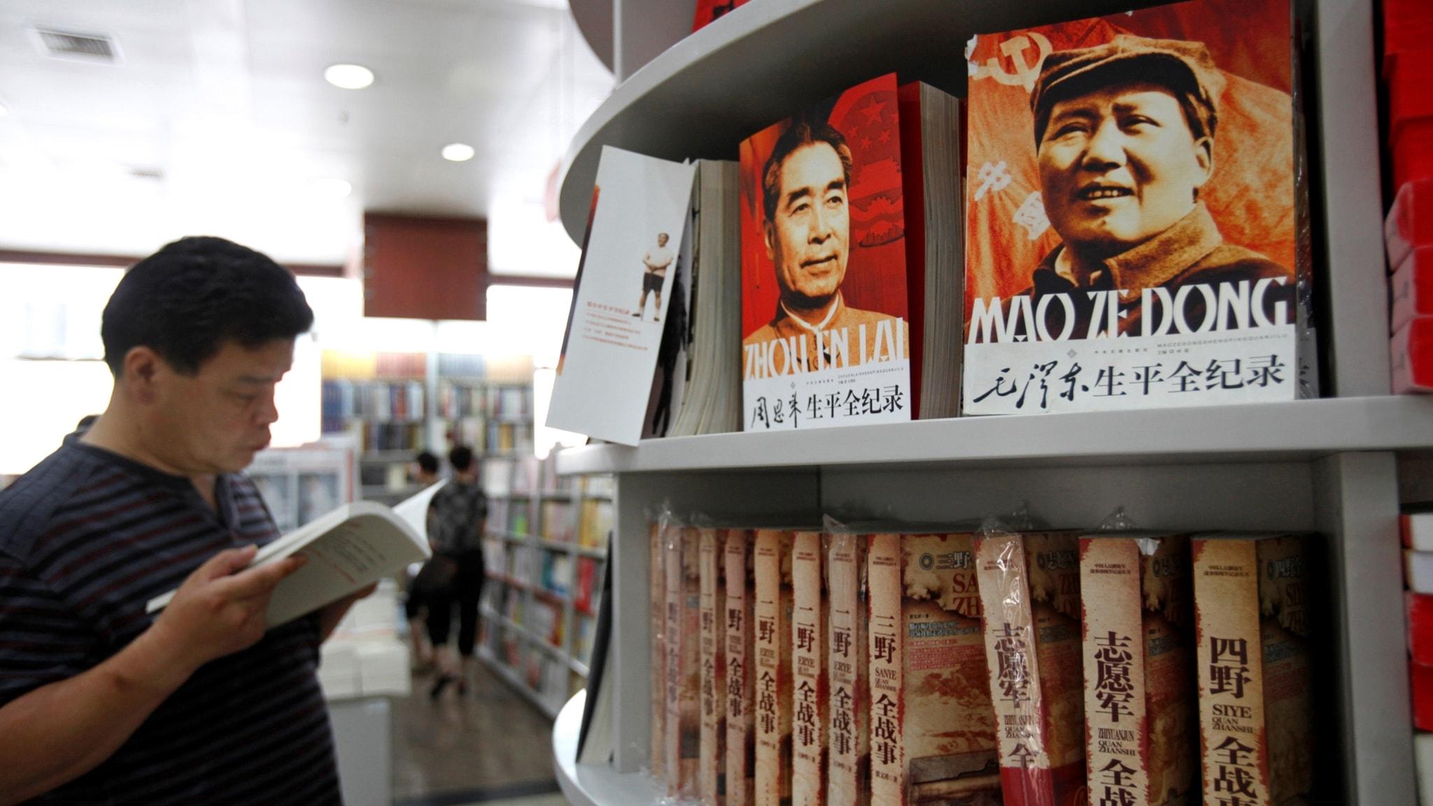 En bokhandel i Peking, med litteratur om kommunistledarna.