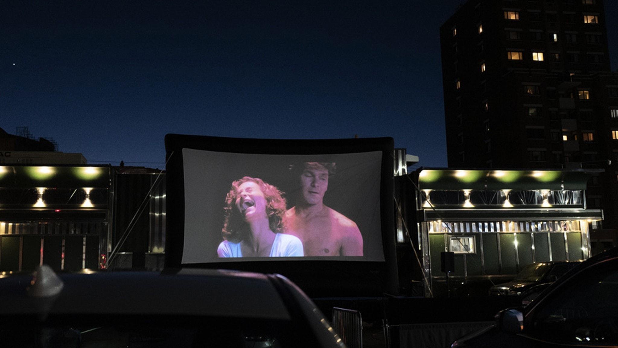 Säkert sex: Dirty Dancing visas på en pop-up drive-in-biograf i Queens, New York, i maj 2020.