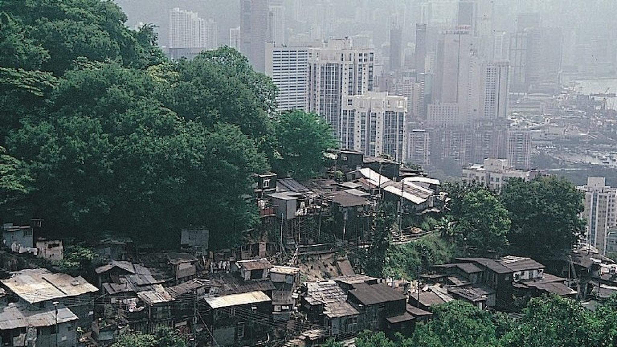 Olika världar intill varandra. Här i Hong Kong.