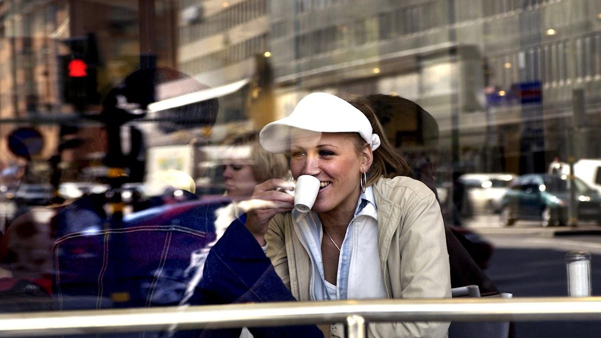 Kaféer är en plats för samtal och utkiksplats - bland annat.