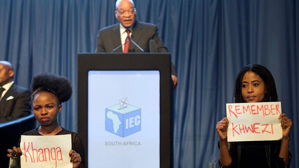 Protester mot Zuma.