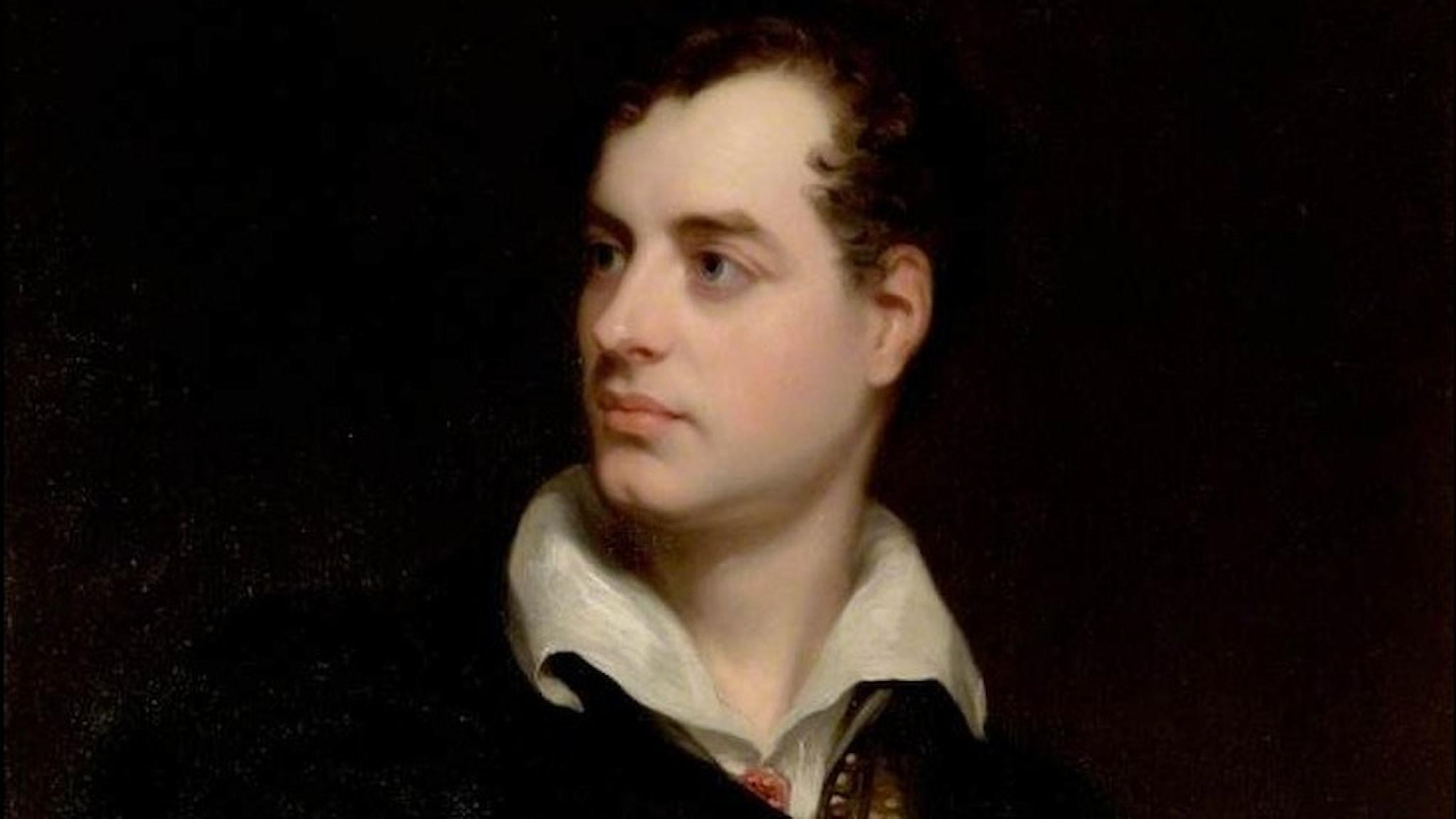 En ansiktsmålning av Lord Byron, en vacker ung man med mörkt hår och bleka kinder.