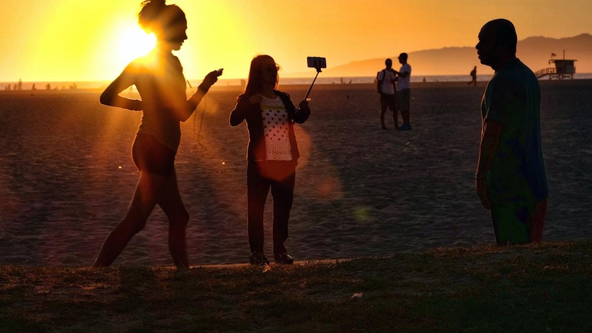 Bilden av beachen är vanligare än den av den mörka baksidan när turisten reser.