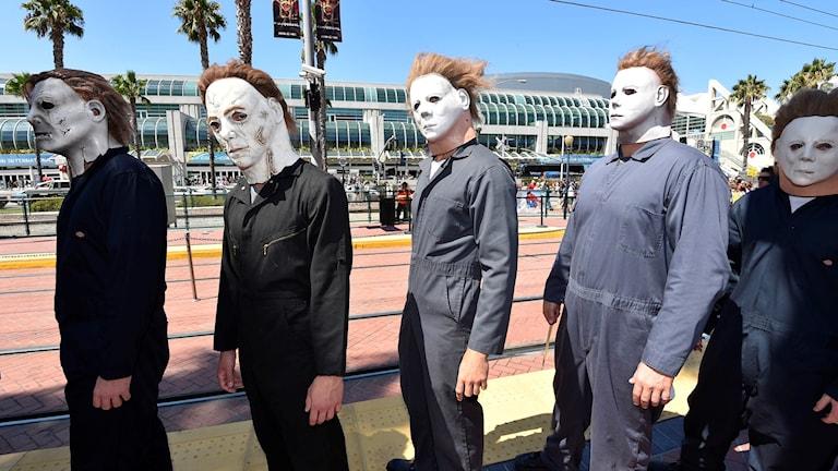 Personer utklädda till Michael Myers.