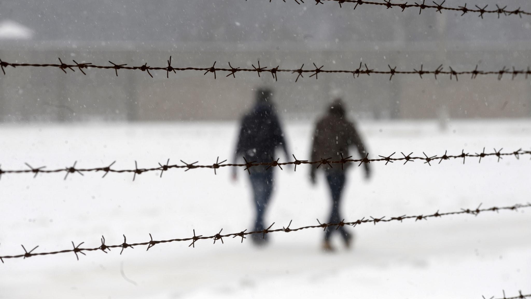 Besökare i det forna koncentrationslägret Sachsenhausen.