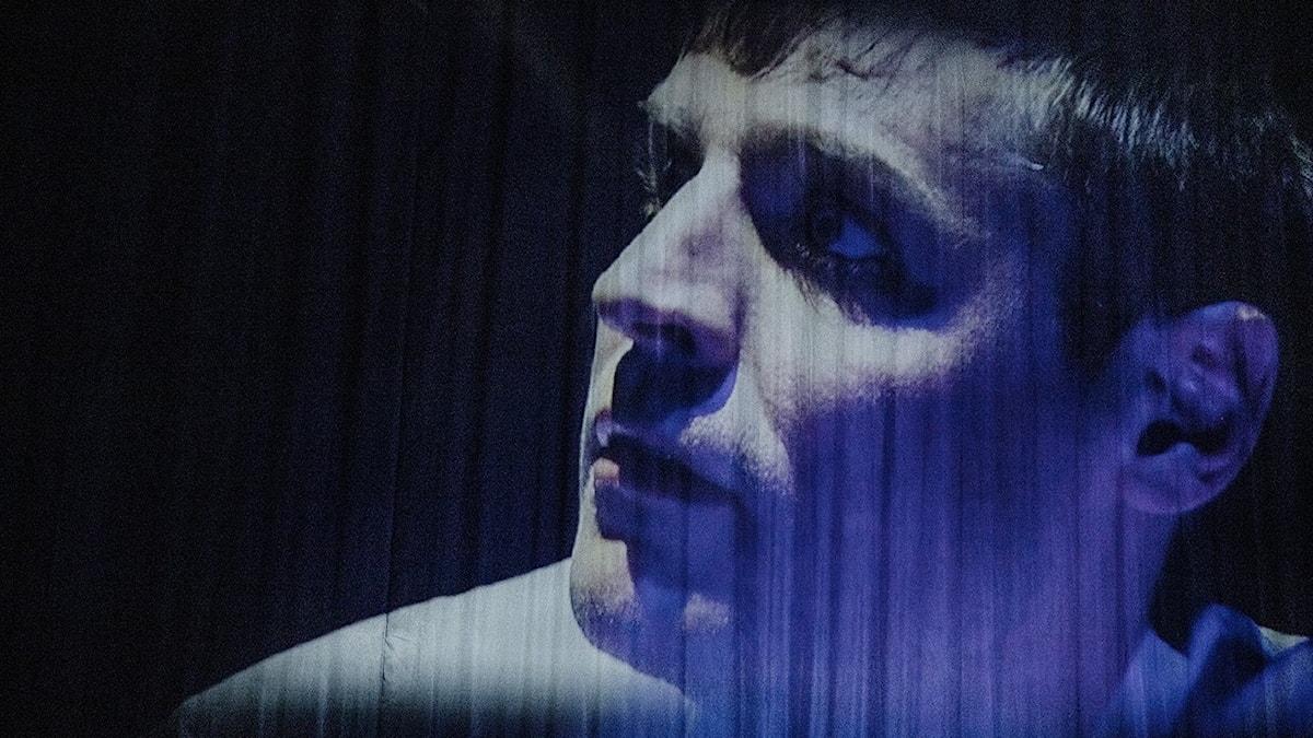 Skådespelaren Sven Boräng i föreställningen Brecht – i mörka tider.