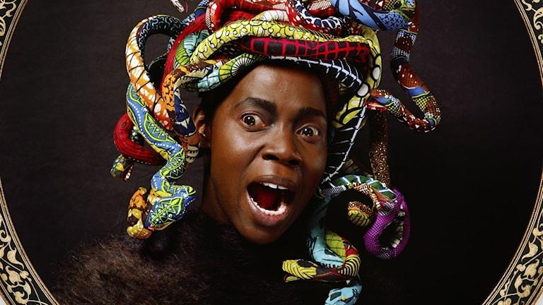 Medusa Väst av Yinka Shonibare 2015 på Nationalmuseums utställning Institutioner - Iconic Works