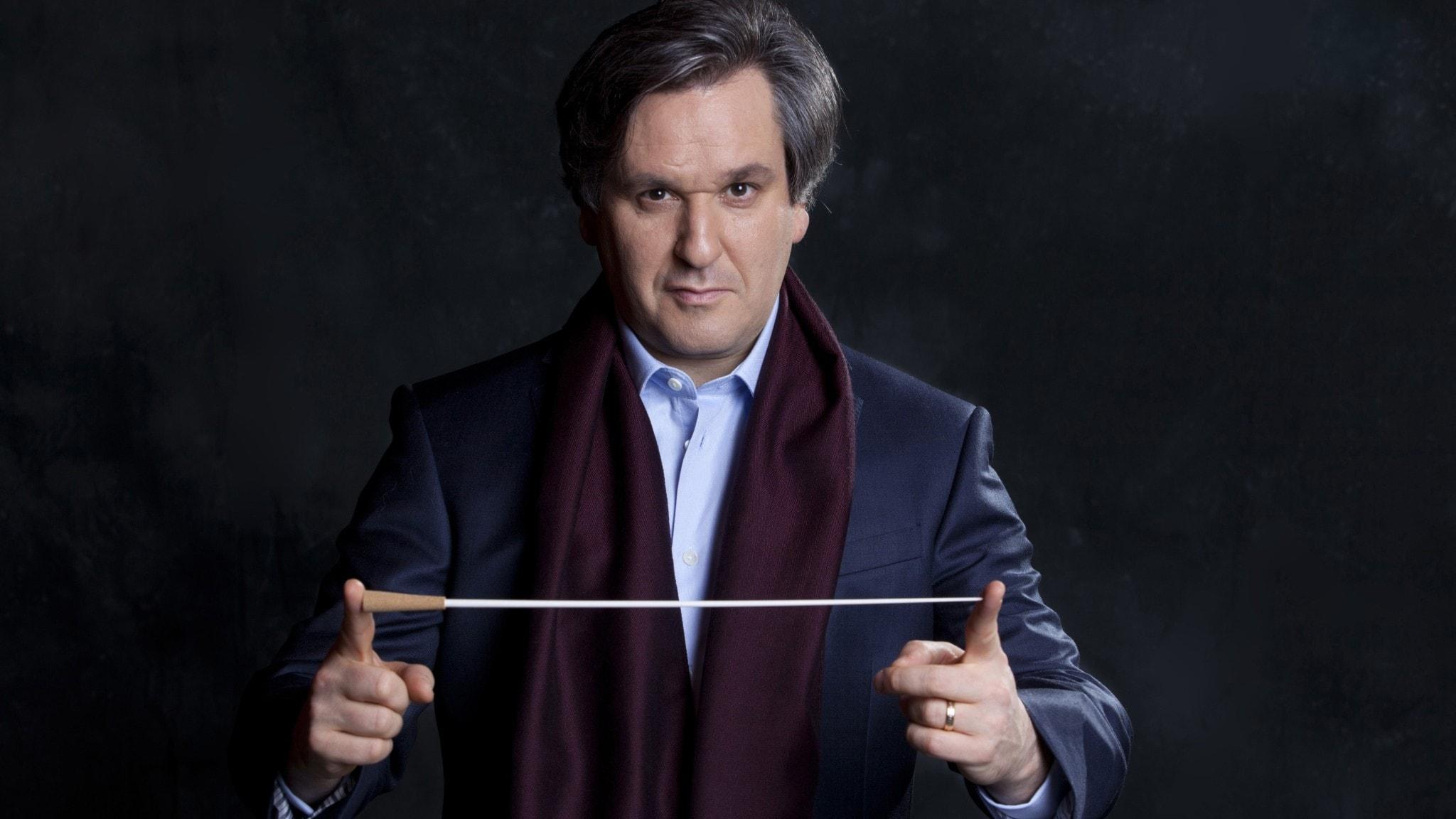 Antonio Pappano dirigerar Covent Garden-operans kör och orkester. Foto: Pressbild/Musacchio & Ianniello.