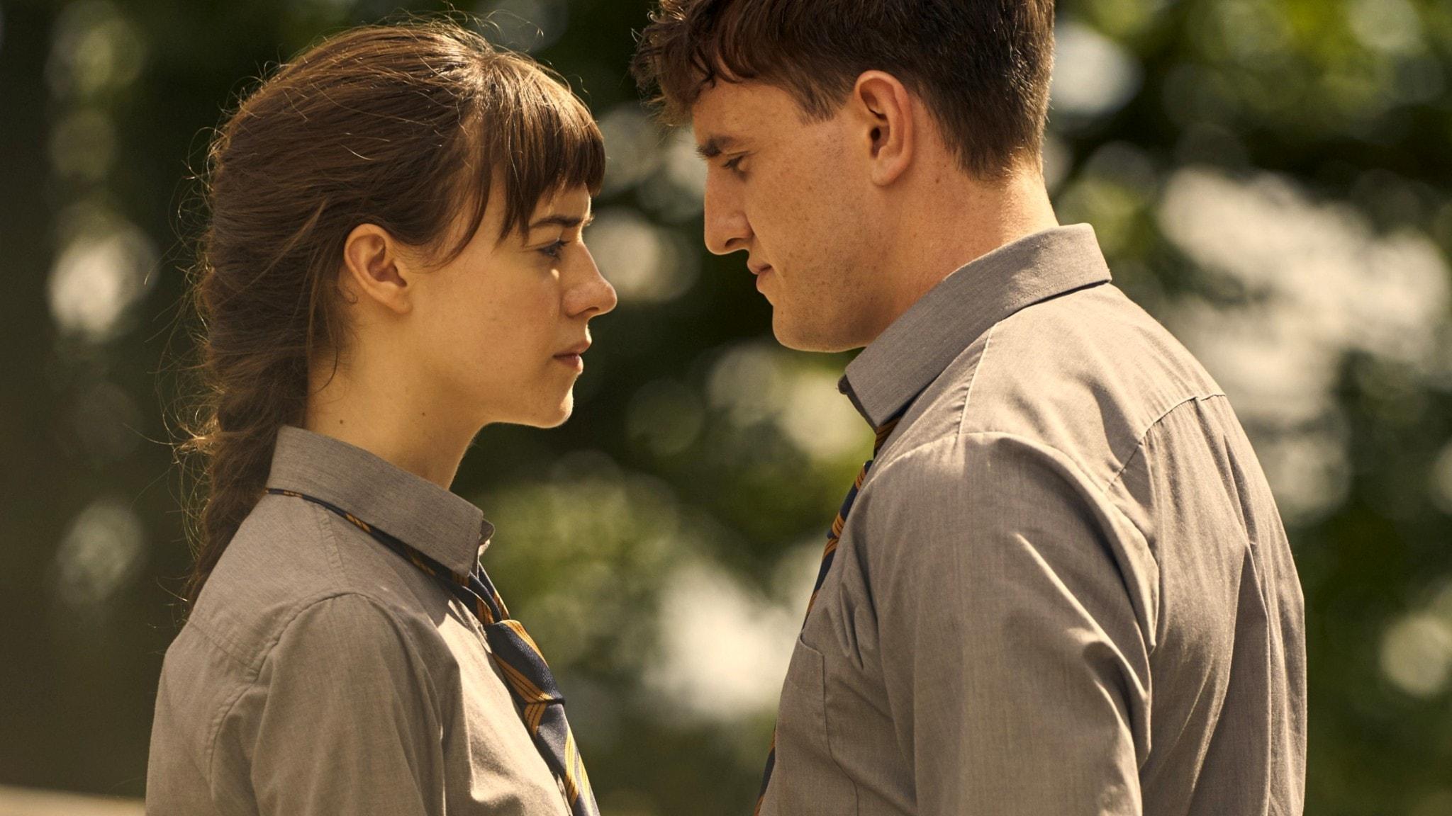 Marianne (Daisy Edgar-Jones) och Connell (Paul Mescal) i TV-serien Normala Människor